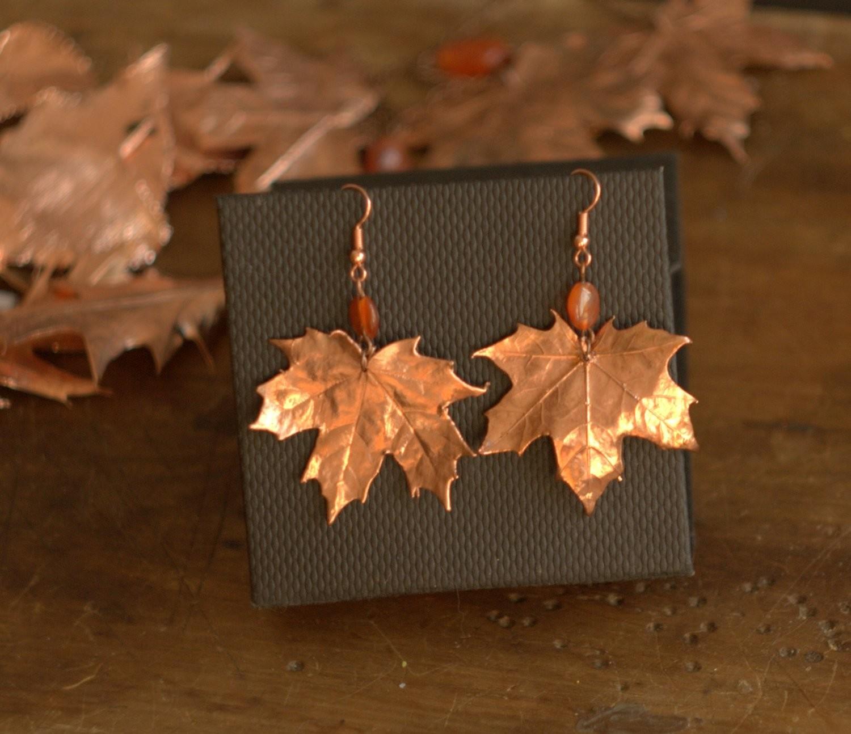 Серьги из кленовых листьев