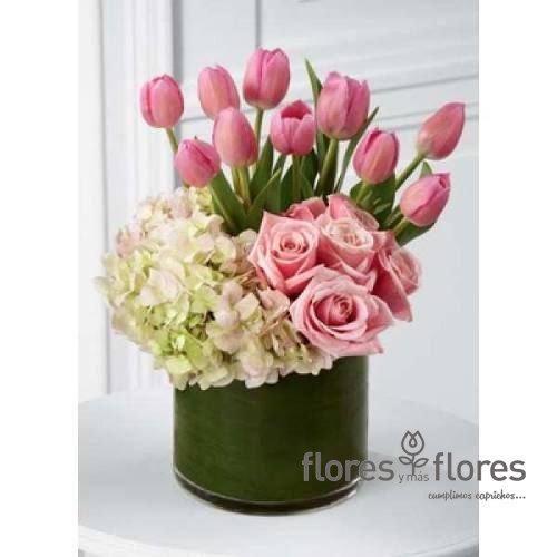 Exclusivo Arreglo Floral De Tulipanes Y Rosas