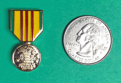 Lapel Pin, Vietnam Service Medal, miniature