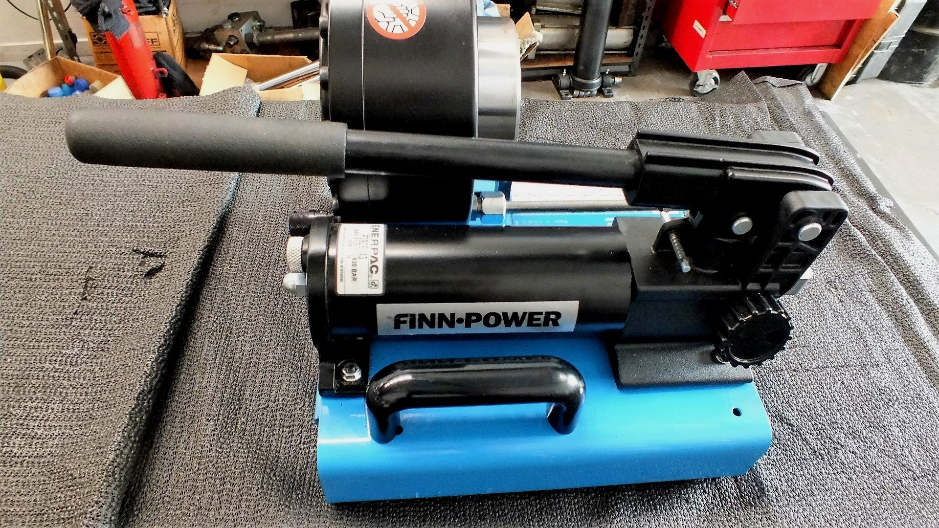SWAGING / CRIMPING MACHINE HYDRAULIC FITTINGS FINN POWERED FINLAND MADE  HAND POWERED