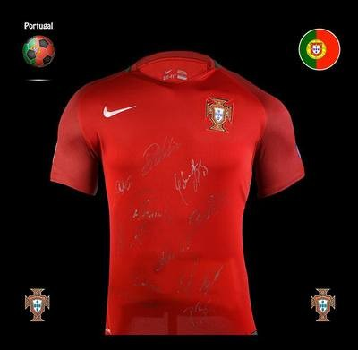 Portogallo Europei 2016 Euro 2016 Winner Autografata da tutta la Squadra  Signed all teams with COA EURO 2016 Portogallo
