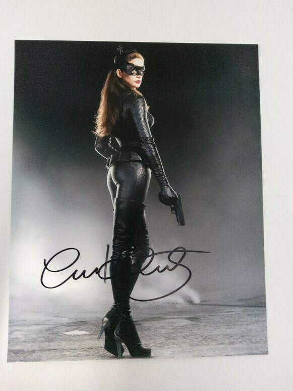 FOTO The Catwoman Anne Hathaway Autographed Signed Photo The Cat (Anne Hathaway) + COA Photo Autographed Signed Photo The Cat Anne Hathaway