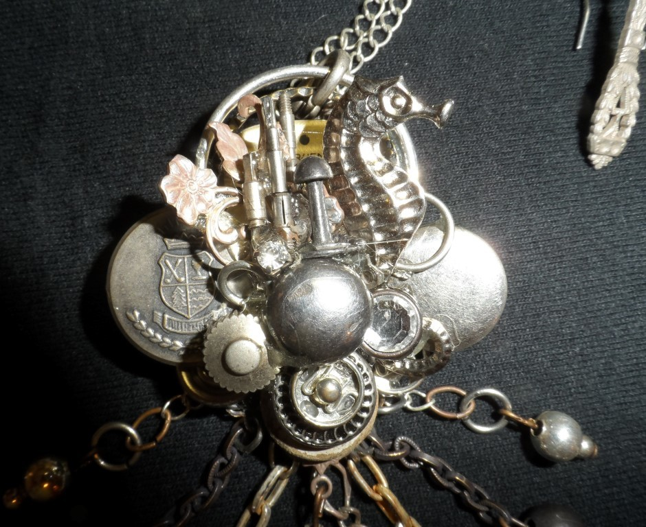 Carlson's Seahorse Pin/Pendant