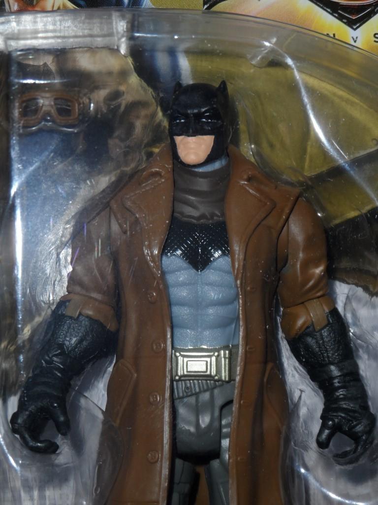 Batman V Superman : Blast Attack Batman Action Figure
