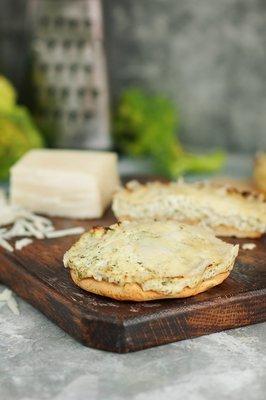 Пирог с брокколи и козьим сыром