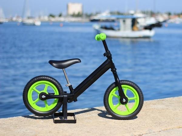 Jooksuratas värviliste ratastega