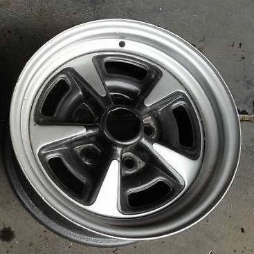 GMH GTS Holden Wheel Light Silver Wheel Paint 00066