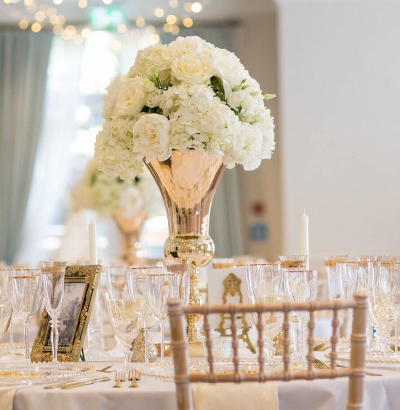 Gold Urn Table Centrepiece / Flower Stand