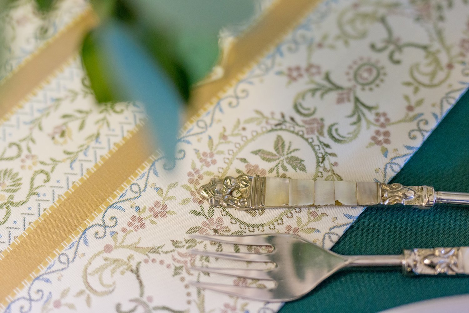 Heritage Linens / Table runner / Regency design