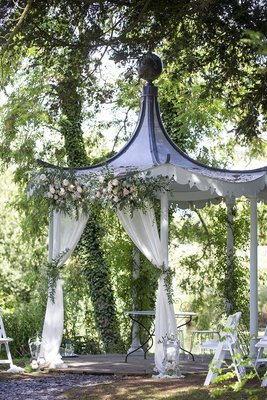 Ceremony gazebo dressing