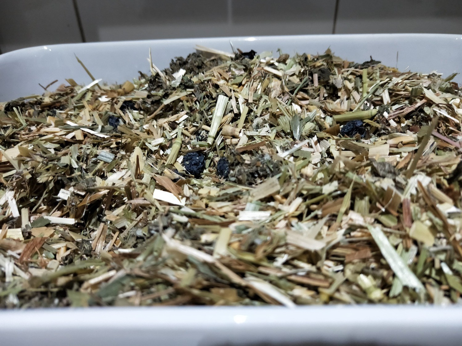Chaff Mix with Blueberries, Raspberry leaves & Peppermint