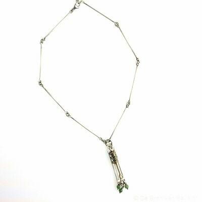 Halssieraad in massief zilver patina grijs - jade - Lize Mommaerts