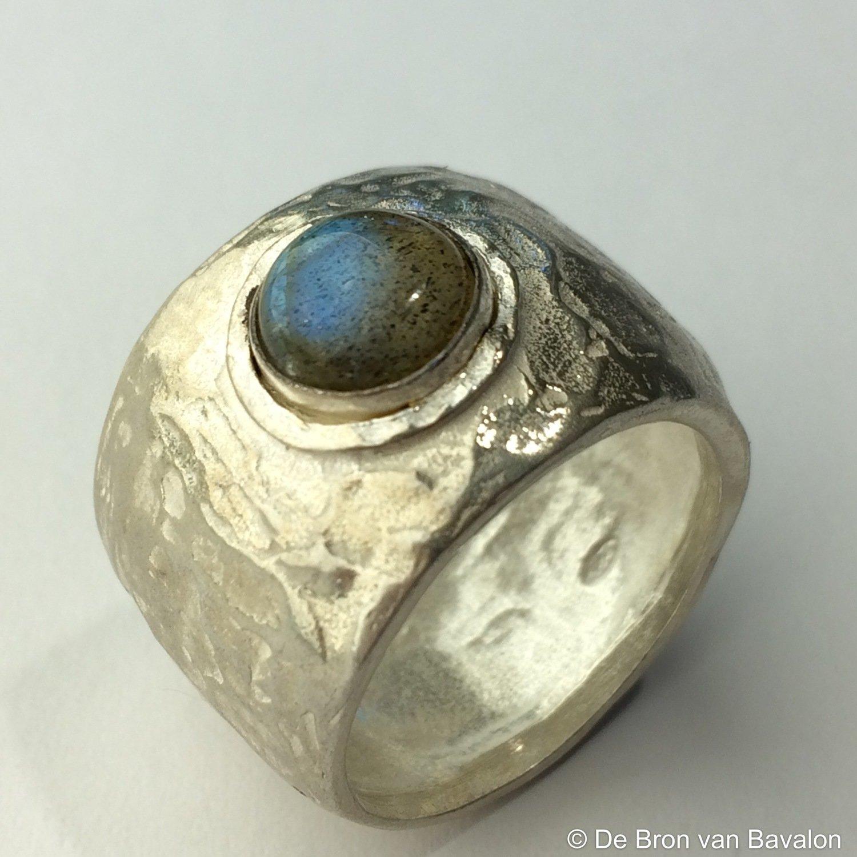 Ring in massief zilver m/cabochon labradoriet - Jéh (Nederland) - Maat 60