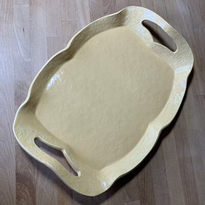 Tray in yellow