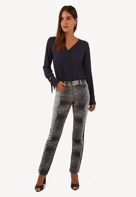 Pantalón pitillo con pretina color acero
