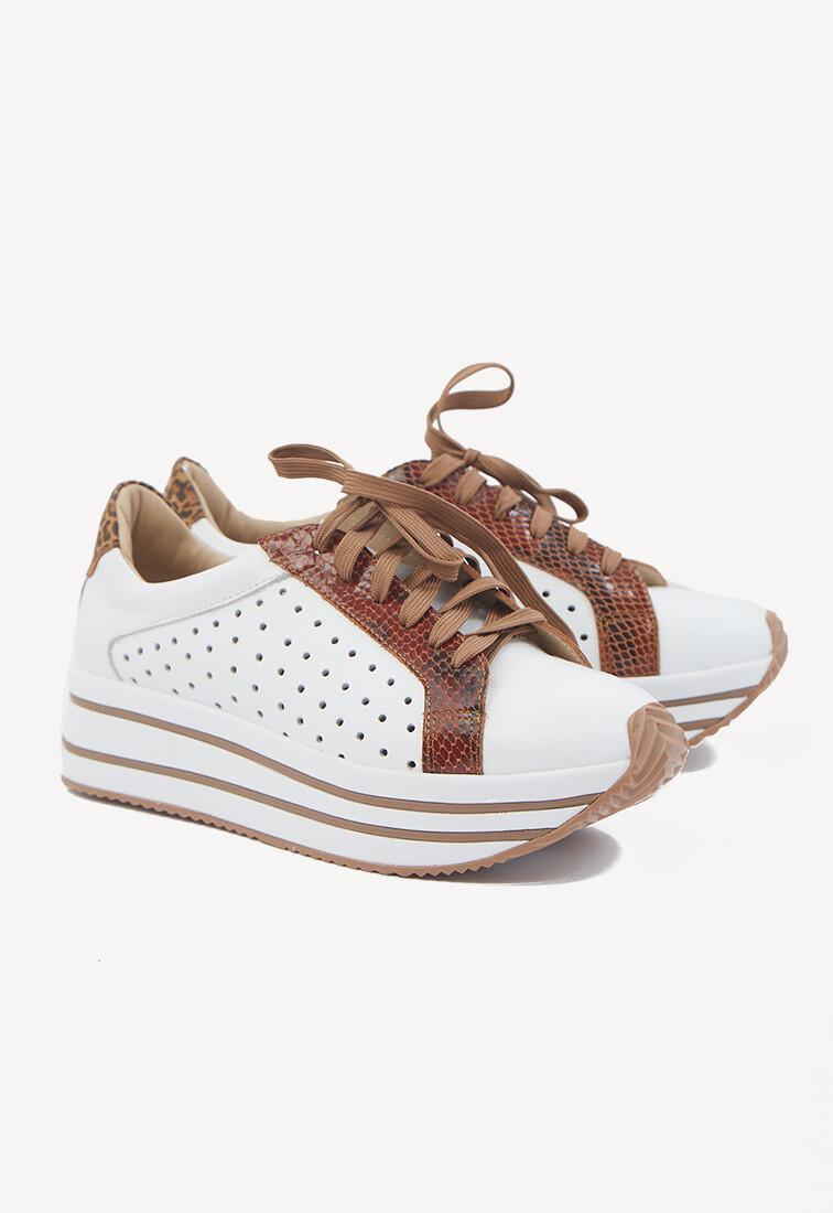 Zapatillas blancas con detalle print y plataforma