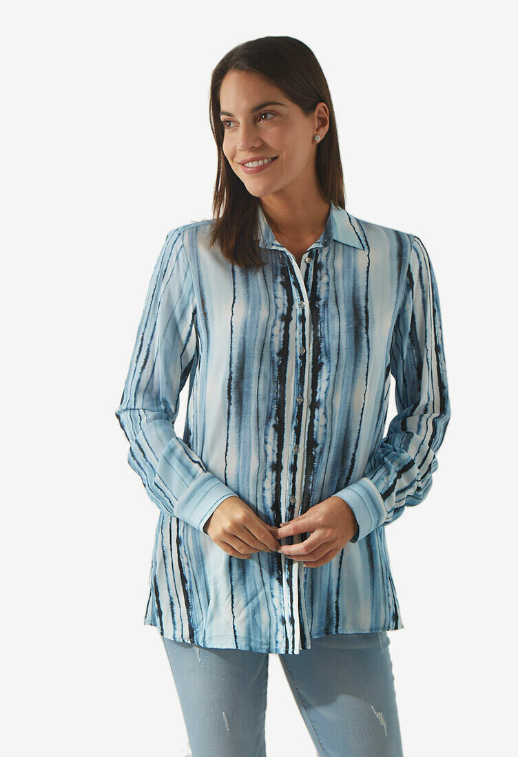 Blusa con botones color celeste