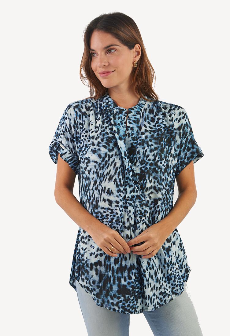 Blusa azul cuello neru estampado print