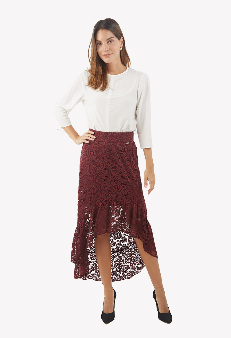 Falda asimétrica con encaje color guinda