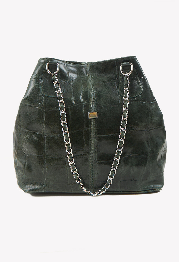 Cartera de cuero color verde detalle cadena