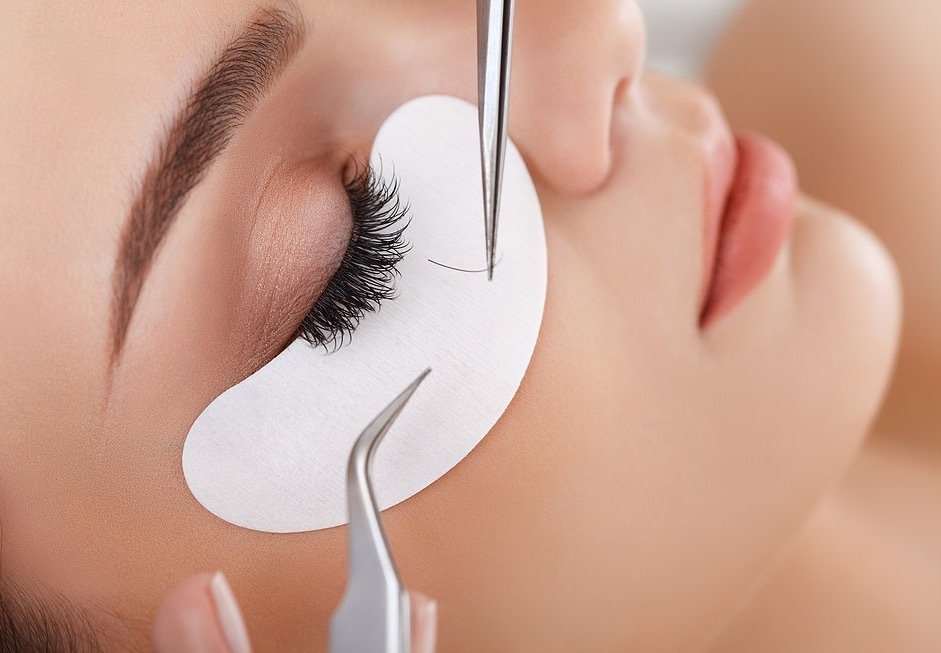 Eyelash Extension Course + Glam Product Kit + FREE Bottom iLash Training + Free Marketing & Branding