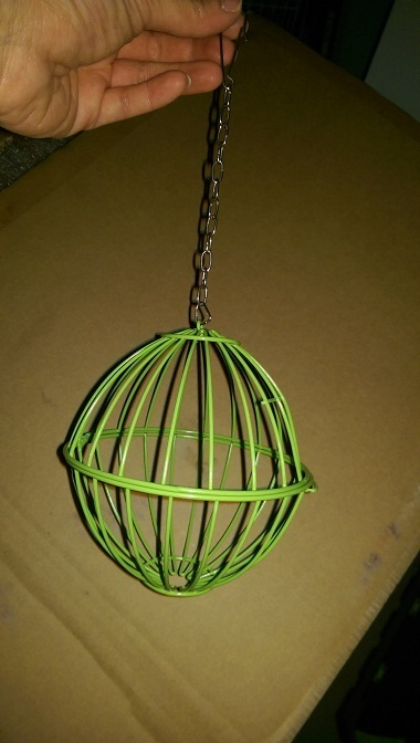Metal Hay/Vegetable Hanging Ball Basket