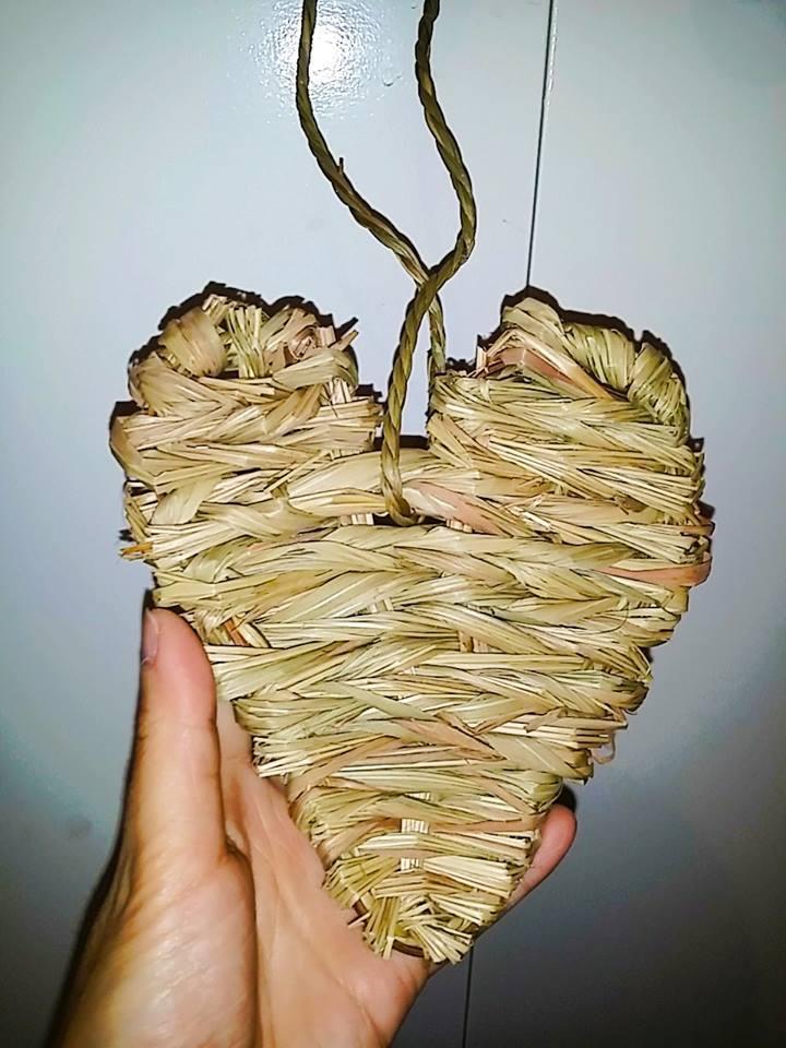 Natural Woven Timothy Grass Heart (approx 13x13cm)