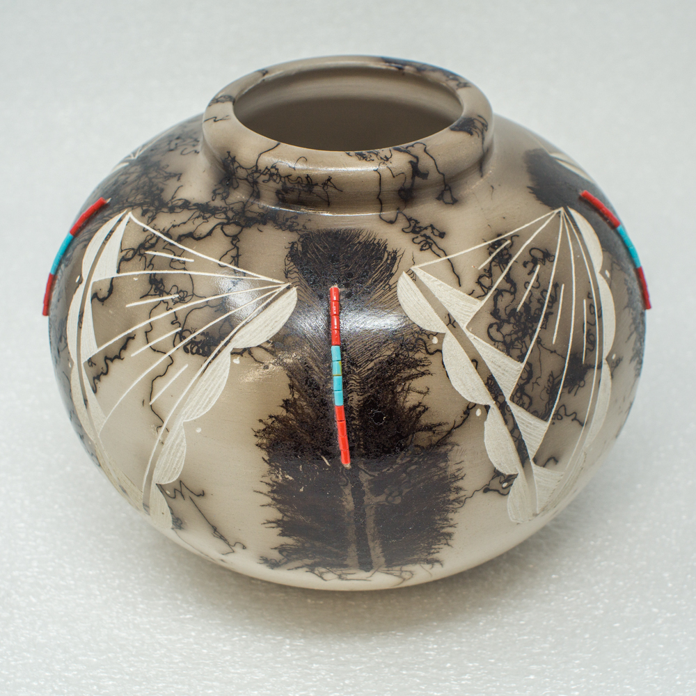 Navajo Horse Hair Pottery by Shirley Smith - Feather Design with Beads GA190031