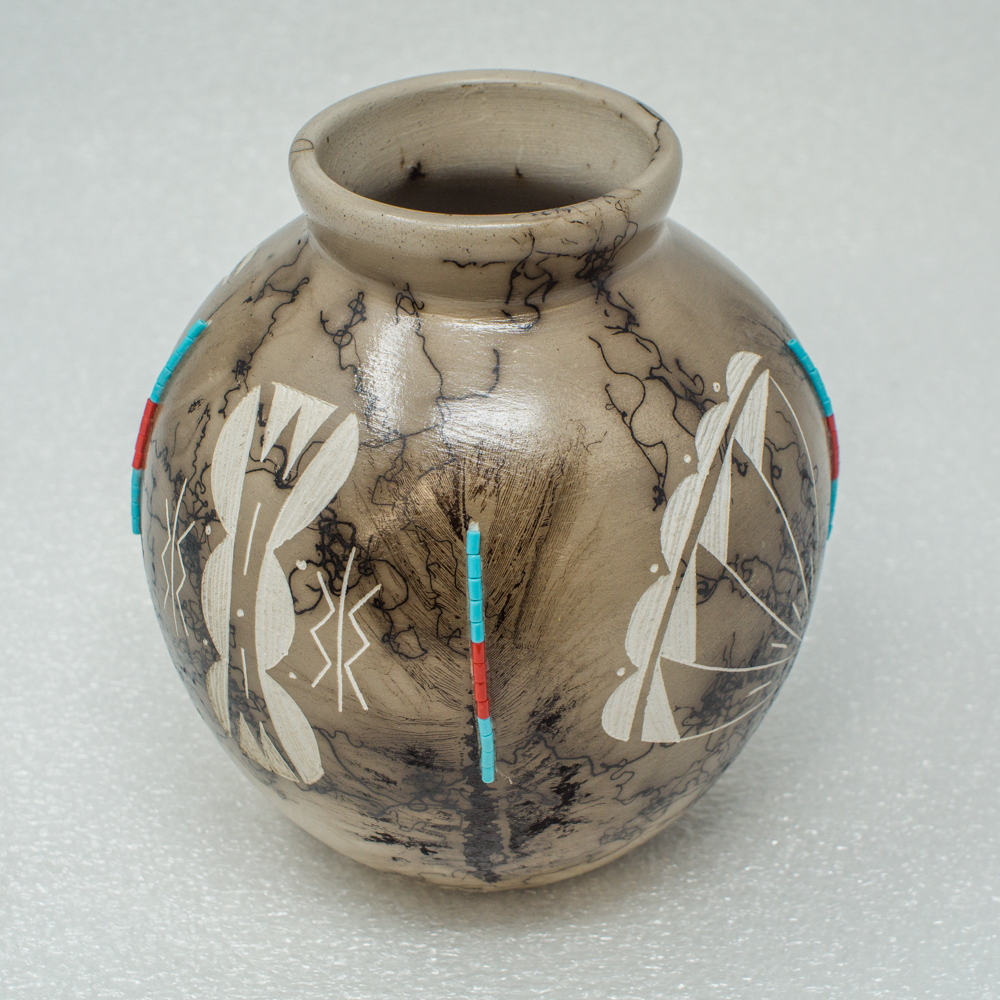 Navajo Horse Hair Pottery by Shirley Smith - Feather Design with Beads GA190033