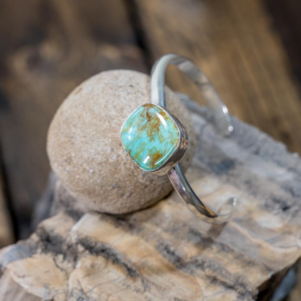 Offset Kingman Turquoise Bracelet by EM Teller JE190104