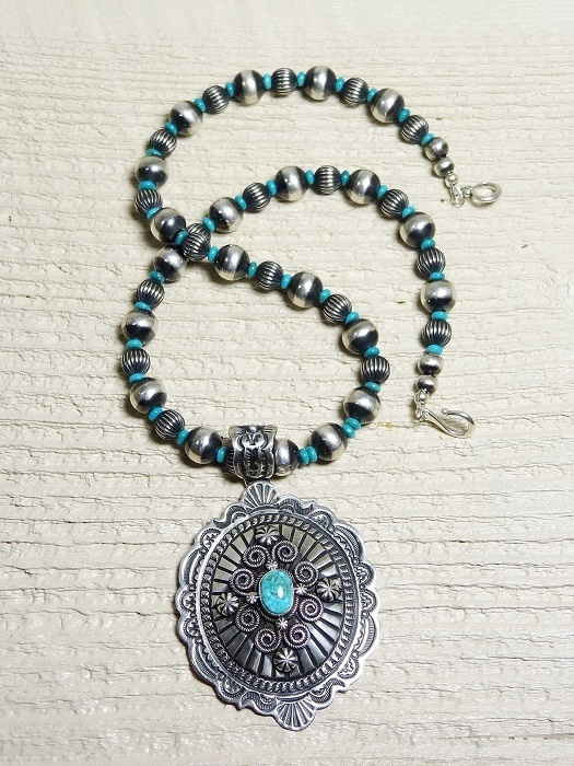 Stamped Turquoise Pendant Necklace JE160010