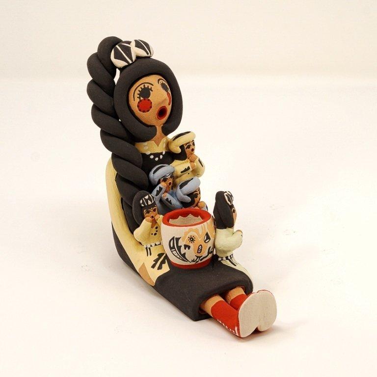 Pottery Storyteller Female GA170167