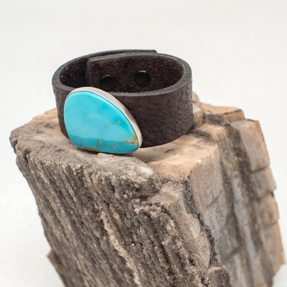 Leather Bracelet with Kingman Turquoise JE190011