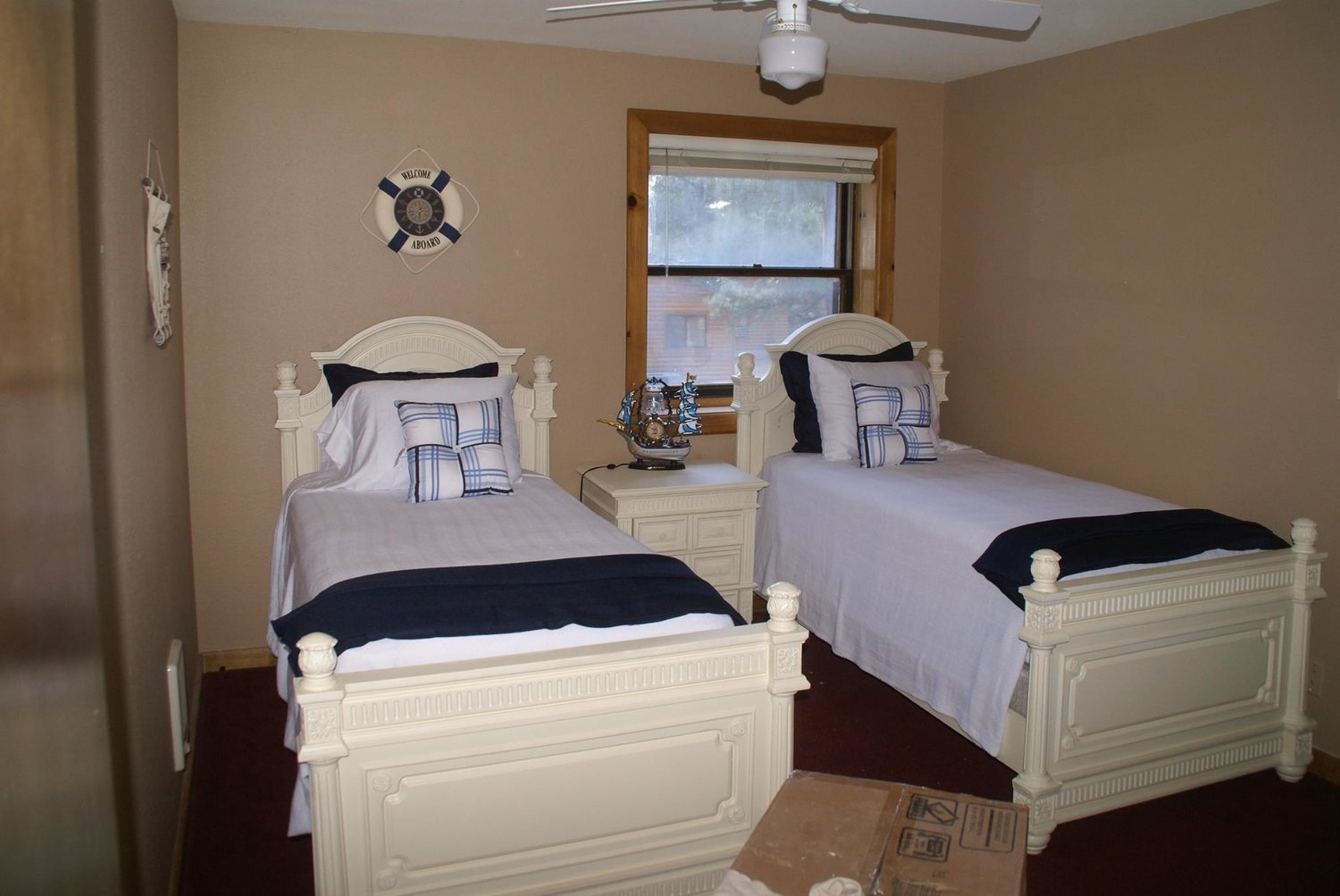 Upper Level Twin Beds w/shared bath