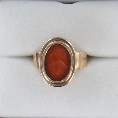 9KT CARVED CARNELIAN VICTORIAN RING