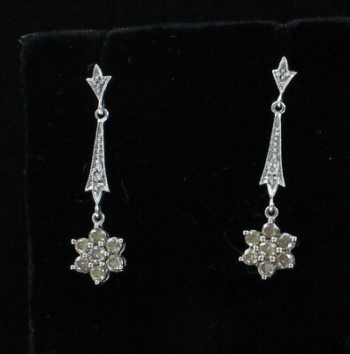 18KT .80 CT TW DIAMOND DANGLE EARRINGS