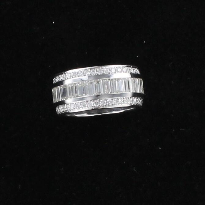 14KT 1.75 CT TW BAGUETTE DIAMOND BAND WITH .51 CT TW ROUND BRILLIANT DIAMONDS