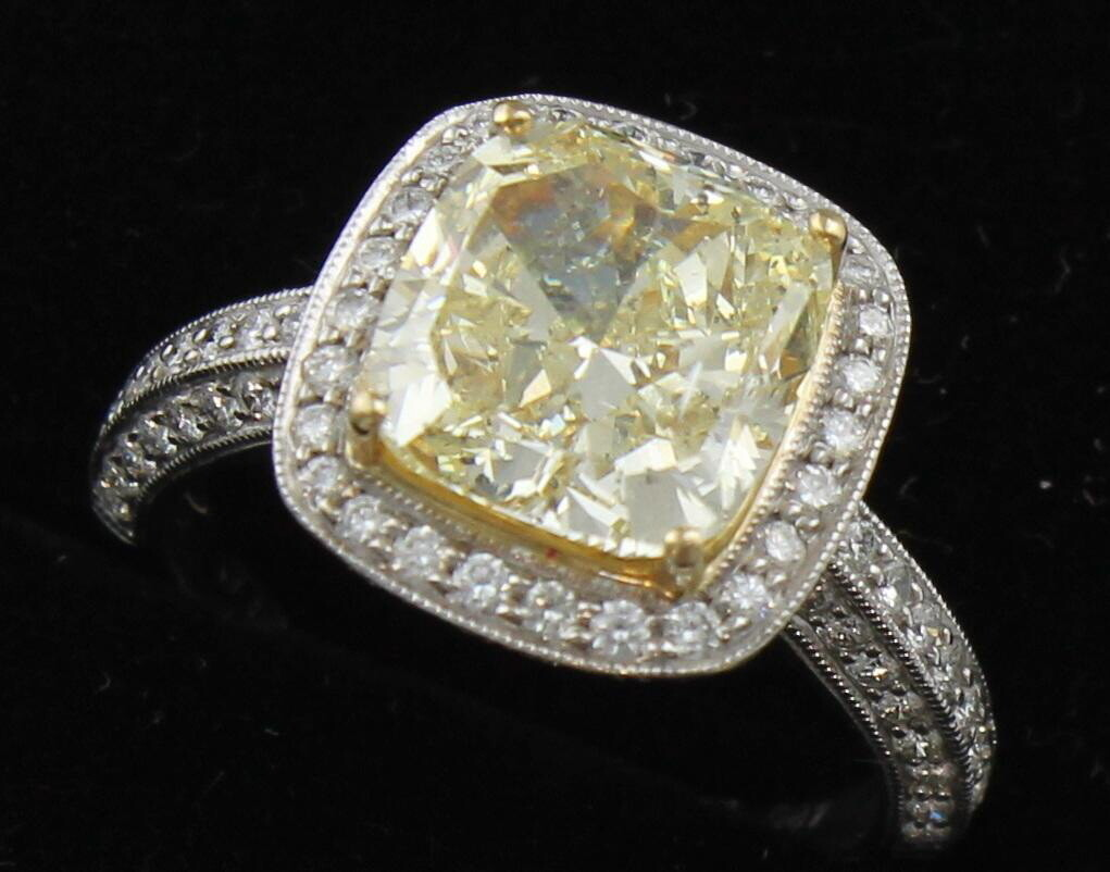 18KT 4.04 CT FANCY YELLOW DIAMOND RING