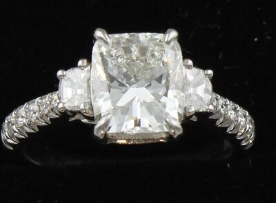 18KT GIA CERTIFIED 2.07 CUSHION CUT DIAMOND ENGAGEMENT RING