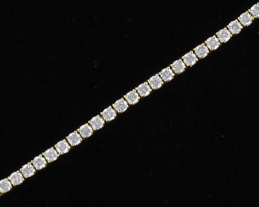 18KT DIAMOND LINE BRACELET