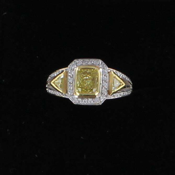 18KT FANCY YELLOW DIAMOND RING