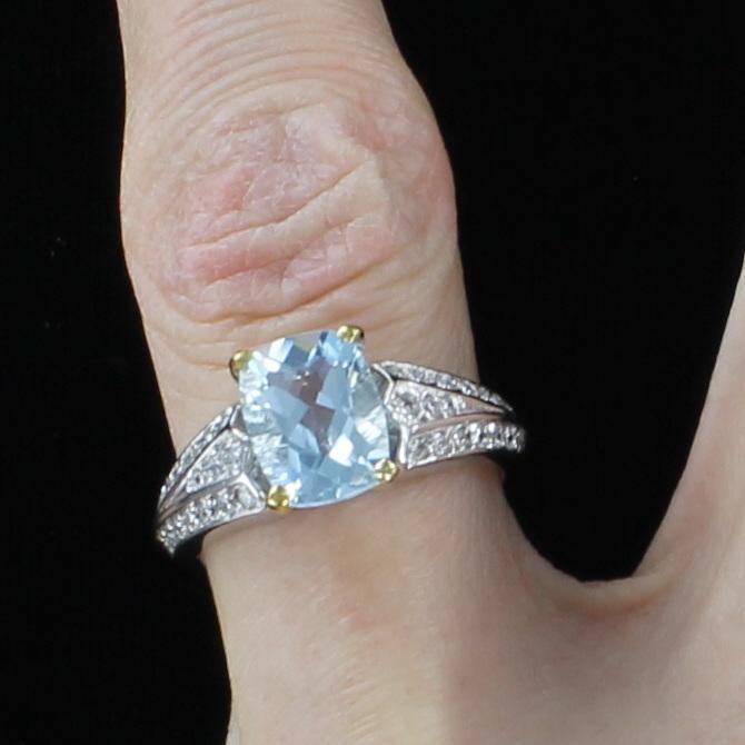 18KT AQUAMARINE AND DIAMOND RING
