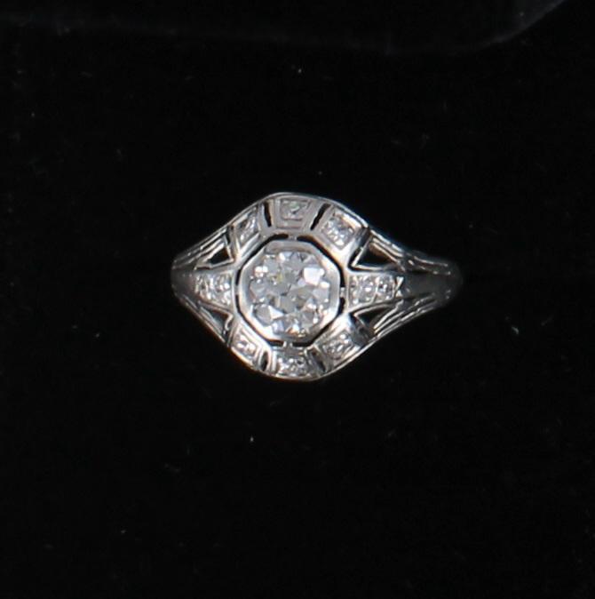 PLATINUM .65 CT OLD EUROPEAN DIAMOND ENGAGEMENT RING, CIRCA 1920 036-734