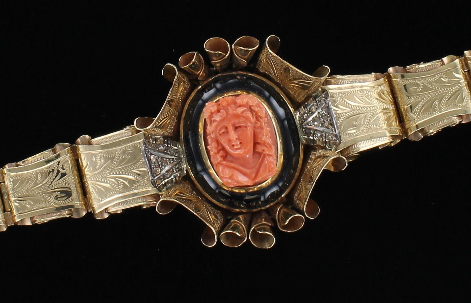 14KT CORAL AND ONYX CAMEO BRACELET CIRCA 1900