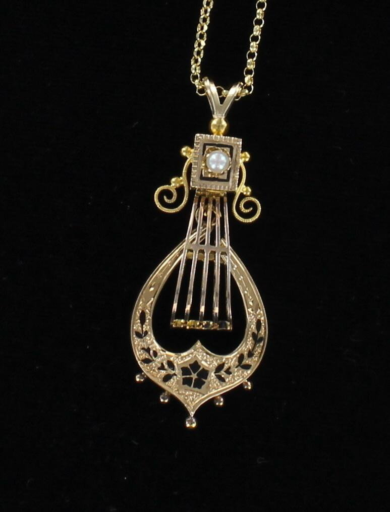 14KT ENAMEL AND PEARL LAVALIER CIRCA 1920