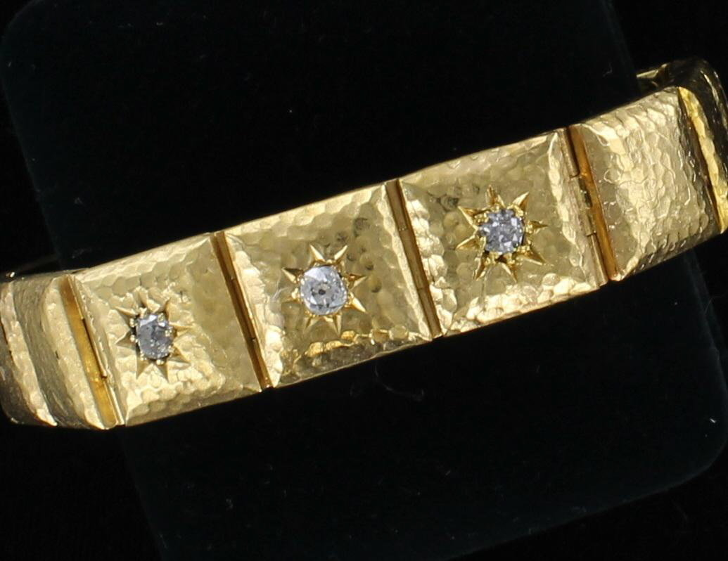 18KT HAMMERED BRACELET WITH DIAMONDS 036-732