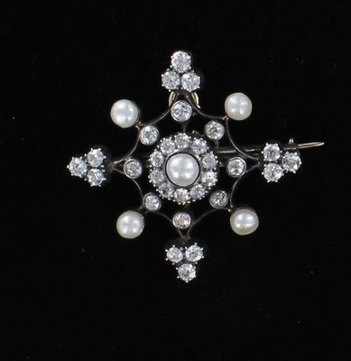 ANTIQUE DIAMOND AND PEARL PIN CIRCA 1900