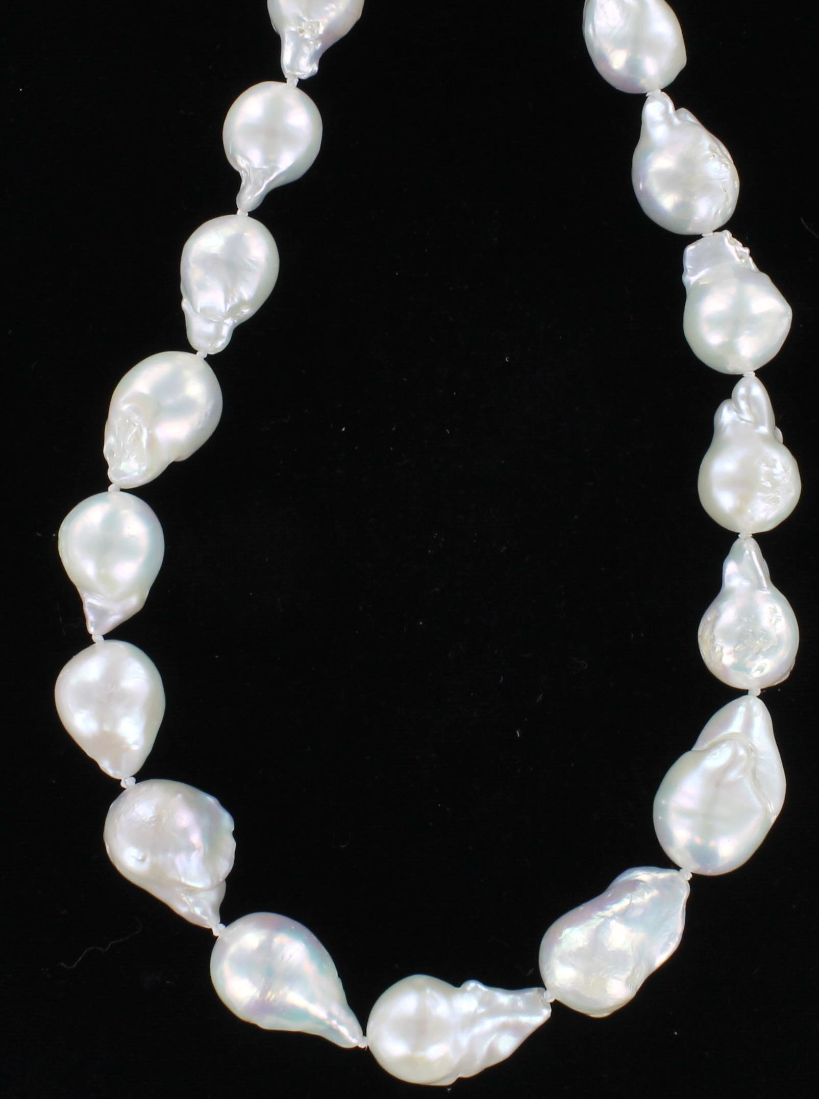 BAROQUE PEARL NECKLACE WITH SILVER CLASP