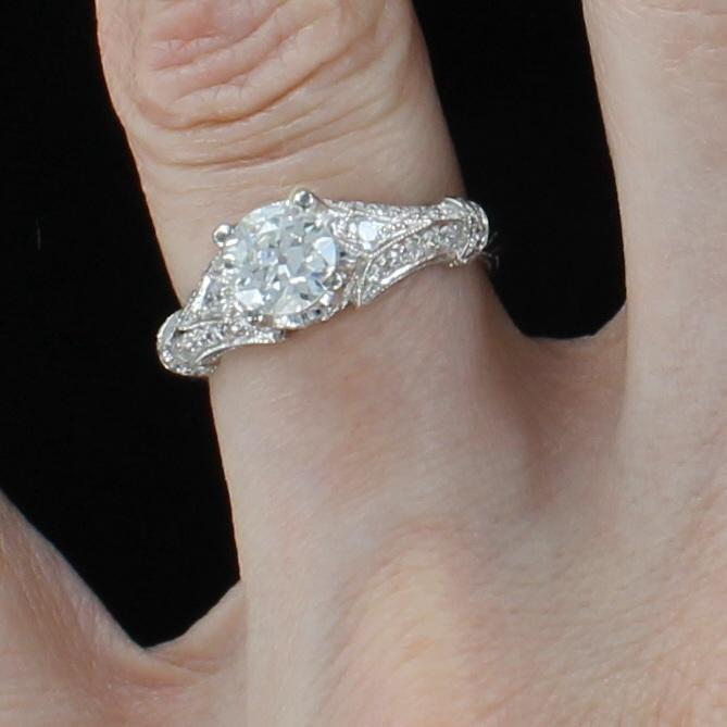14KT ROUND BRILLIANT DIAMOND ENGAGEMENT RING