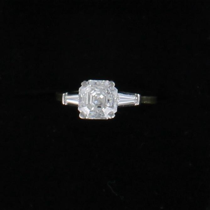 18KT/T ASSCHER CUT DIAMOND ENGAGEMENT RING